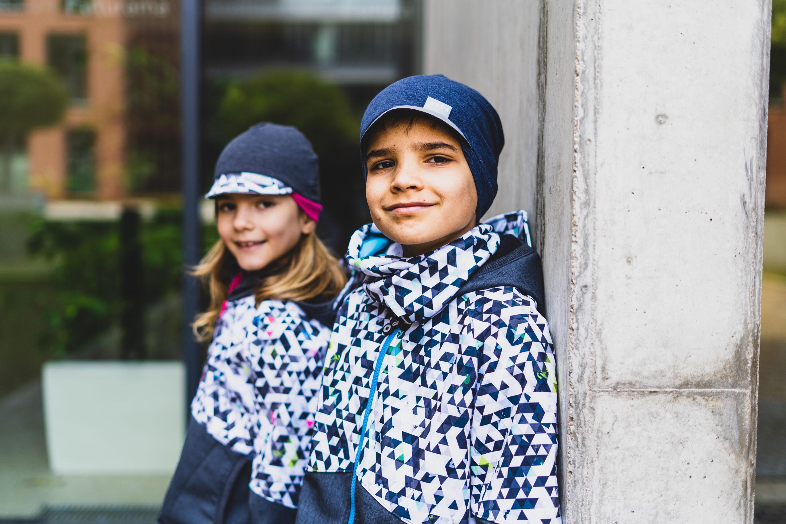Softshell, merino, bambus… Jak se vyznat ve funkčních materiálech a jak obléknout děti do deště i vedra