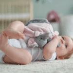 Proč vám ve výbavičce pro miminko nesmí chybět muchláček